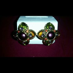 Joan Rivers vintage collection beautiful for fall This is a pair of very rare Joan Rivers vintage collection clip on earrings for fall these are gold with cabs. This is a style that is distinctly Joan Rivers! NWOT  4B Joan Rivers Jewelry