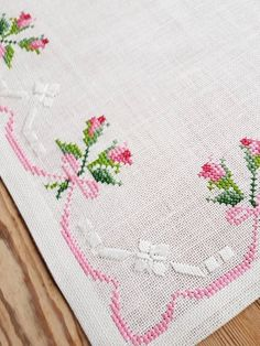Beautiful tablecloth embroidered in floral cross stitch / roses in white linen from Sweden . - Beautiful floral cross stitch embroidered tablecloth / roses in white linen from Sweden – cross s - Cross Stitch Heart, Cross Stitch Borders, Cross Stitch Flowers, Cross Stitch Designs, Cross Stitching, Cross Stitch Embroidery, Hand Embroidery, Cross Stitch Patterns, Loom Patterns