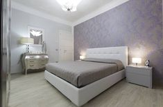 Wallcoverings in demand again - wallpaper types and designs at a glance - Home Decoration Wall Murals, Interior Decorating, Sweet Home, Wall Decor, House Design, Wallpaper, Bed, Cover