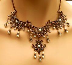 Prächtiges Renaissance Collier mit Kristallen von Schmucktruhe