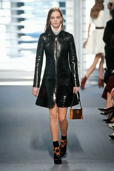 Louis Vuitton @ Paris Fashion Week winter 2014-15 - video