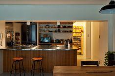 モダンに齢を重ね続ける ヴィンテージマンションリノベ事例 «  ac blog Kitchen Pantry, Liquor Cabinet, Kitchen Design, Storage, Interior, Table, Furniture, Home Decor, Purse Storage