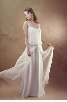 robe à fines bretelles en crêpe satin et mousseline.