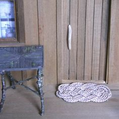 Stylish Nautical Rope Rug tutorial - made with ocean plait knots - can be done full size (approx 3.5 ft x 2 ft) or miniature size for doll house, model boat, or model train set (3.5 in x 2 in)