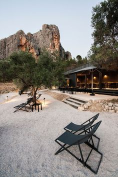Just 17km from the hustle and bustle of Benidorm and 45km from Alicante is the Valley of Guadalest, a beautiful landscape of countryside, mountains and a lake. Here is VIVOOD Landscape Hotel, a designer hotel consisting of 25 individual, modular rooms.