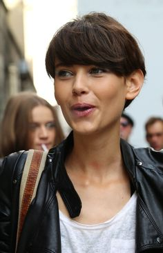 she's like a stunning pixie.  congrats on your face #AmraCerkezovic! #offduty