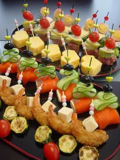 "This are party appetizers that please the eye as well as the tastebuds. (Translator's note: ""Pinchos"" are small bite-sized appetizers in Spanish. Appetizers For Party, Appetizer Recipes, Cute Food, Creative Food, Food Presentation, Japanese Food, Afternoon Tea, Food To Make, Food And Drink"