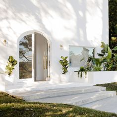 Home goals! Living here would be a dream! Looks so peaceful and cozy. Save this pin as inspiration for your future house 😍 white space Houses Architecture, Architecture Design, Dream Home Design, My Dream Home, House Design, Garden Design, Interior Design Inspiration, Home Interior Design, Exterior Design