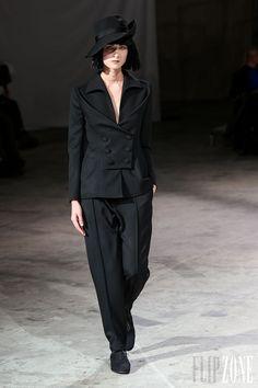 Yohji Yamamoto - Prêt-à-porter - Automne-hiver 2013-2014 - http://www.flip-zone.com/fashion/ready-to-wear/fashion-houses-42/yohji-yamamoto - ©PixelFormula