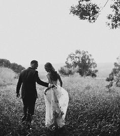 Young and in love | Victoria Cameron Weddings | Wedding Sparrow Blog #fineartcuration