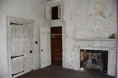 17 Staggering Photos Of An Abandoned Plantation Hiding In South Carolina - 17 Staggering Photos Of Red Doe, An Abandoned Plantation In South Carolina Source by hafnerpetra Old Buildings, Abandoned Buildings, Abandoned Places, Southern Mansions, Southern Plantations, Southern Homes, Abandoned Plantations, Abandoned Mansions, Antebellum Homes