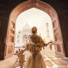 Came back to india and had an indian-style wedding murad osmann, indian fas Taj Mahal, New Travel, India Travel, Train Travel, Travel Goals, The Places Youll Go, Places To Go, Murad Osmann, Travel Around The World