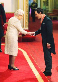 10. November 2015: Benedict Cumberbatch wird von Queen Elizabeth mit dem Orden CBE (Commander of the Order of the British Empire) im Buckingham Palast geehrt.