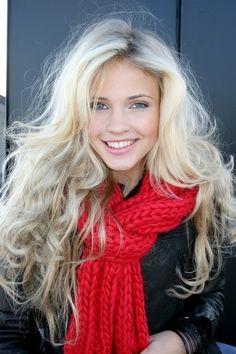 flouncy curls and light makeup