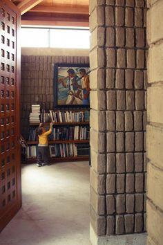 Lienzo de Barro House. Tumbaco, Ecuador. By Chaquiñán.