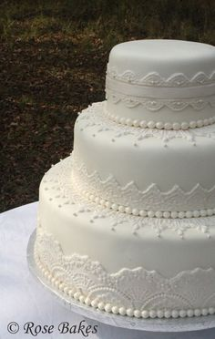 Elegant Lace Wedding Cake.  Find out where to get the molds to do this cake!