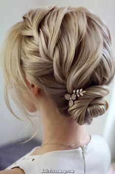 hair updos For Medium Hair Updo Hair Styles What hairstyle makes you look younger Easy Bun Hair Styles wedding updo hair Headband Hairstyles, Down Hairstyles, Braided Hairstyles, Wedding Hairstyles, Wedding Updo, Wedding Ceremony, Evening Hairstyles, Hairstyle Short, Latest Hairstyles