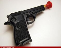 Toy dart gun (with suction cup darts)