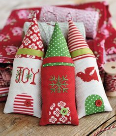 Christmas tree ornament - tiny little house - looks like cross stitch, could embroider! #ornaments
