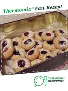 Angel eyes Husarenkrapfen hazelnut cookies melt on the tongue Thermomix Donut Recipes, Coffee Recipes, Dessert Recipes, Lemon Biscotti, Hazelnut Cookies, Biscuits, Peanut Butter Cookie Recipe, Blueberry Recipes, Food Cakes
