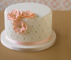 Birthday cake fondant woman flowers 62 new ideas Simple Fondant Cake, Fondant Cakes, Adult Birthday Cakes, Birthday Cakes For Women, Birthday Cupcakes, Deco Cupcake, Cupcake Cakes, Pretty Cakes, Beautiful Cakes
