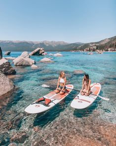 Have fun in the sun paddle boarding around the lake in Tahoe with your BFF! The water is so clear that you feel like jump in! Shotting Photo, Lake Pictures, Lake Pics, Dream Pictures, Bff Pictures, Reno Tahoe, Best Friend Pictures, Friend Pics, Friend Goals