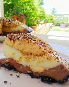 Τρελαίνομαι για Vintage γλυκά ψυγείου..όλο το καλοκαίρι υπάρχει στο ψυγείο μας ένα παγωμένο γλυκάκι που μας θυμίζει....μας... Sweets Recipes, Desserts, Greek Sweets, Summer Cakes, Recipes From Heaven, How Sweet Eats, Greek Recipes, Food Processor Recipes, Food To Make