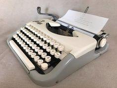 Schreibmaschine Princess 100 um 1960 vintage portable mechanical typewriter