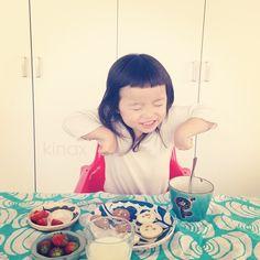 """*  good afternoon(๑′ᴗ‵๑)☀  She says """"yummy!!""""  Have a sweet day!  *  今日は風がすごーい  *  ちびっこはヨーグルトが大好きみたいで、毎朝おかわりするよ(๑′ᴗ‵๑)  相変わらず好き嫌いは多いけど、前より食べる量が増えてきたよ!  毎日見てるからそんなに分からないけど、体もがっしりしてきたかもʕ •́؈•̀ ₎  *  小さい頃はぷくぷくしてた方がいいよねʕ •́؈•̀ ₎  *  みんなも楽しい一日にしてね!  *  #親バカ部 #children #kids #ぱっつん  2013.03.13 - @kinax- #webstagram"""