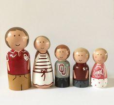 Custom peg family of 5 wooden peg dolls family by Createandplay