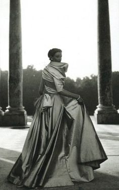 Christian Dior 1948 - why can't we wear such beautiful things today  - all that superb fabric Rhonda Hemmingway