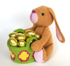 Crochet Amigurumi Patterns Easter bunny Crochet pattern by Christel Krukkert - This bunny would love to take care of you Easter eggs. Crochet Hook Set, Diy Crochet, Crochet Toys, Crochet Ideas, Easter Bunny Crochet Pattern, Easy Crochet Projects, Diy Ostern, Amigurumi Doll, Amigurumi Patterns
