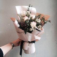 "1,814 Likes, 5 Comments - 플로리스트 이주연 florist Lee Ju Yeon (@vanessflower) on Instagram: ""주문 레슨문의 Katalk ID vanessflower52 #vanessflower #vaness #flower #florist #flowershop #handtied…"""