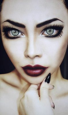 makeup. THIS MAKE UP MAKES HER EYES LOOK HUGE!!! #make up #searchub