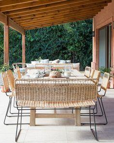 """853 Me gusta, 18 comentarios - MESOPOTAMIA BA (@mesopotamia.ba) en Instagram: """"La calidez de la madera + mimbre 🌿 • espacios by @mesopotamia.ba • ph @uchimayfotos •…"""" Outdoor Furniture Sets, Outdoor Decor, Ph, Table, Instagram, Home Decor, Wicker, Wood, Spaces"""
