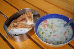 Mikrowelle sei Dank kommt Carola mittags zu einer leckeren Suppe mit Fladenbrot