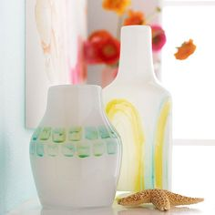 Pretty Vases Mix glass paint with a few drops of paint thinner. If desired, adjust the amount of paint thinner to achieve varying viscosities and results, such as drips and runs. Paint freehand designs on each vase using an acrylic brush. Homemade Mothers Day Gifts, Homemade Gifts, Painted Glass Vases, Glass Paint, Free Printable Artwork, Craft Projects, Projects To Try, Project Ideas, Watercolor Projects