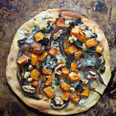 Butternut Squash, Red Onion, Cavolo Nero & Dolcelatte Pizza With Walnuts - Gino D'Acampo Official Website Gino D'acampo Recipes, Pizza Recipes, Authentic Pizza Recipe, Tomato Pizza Sauce, Vegetarian Main Meals, Italian Soup Recipes, Roasting Tins, Beef Dishes
