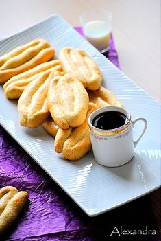 Traditional Greek cookies from Smyrni Greek Sweets, Greek Desserts, Greek Recipes, Greek Cookies, Cookie Recipes, Dessert Recipes, Tea Snacks, Greek Dishes, Vanilla Cookies
