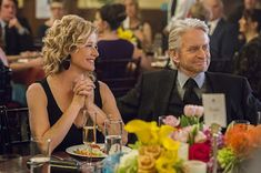 Trailers, featurette, images and poster for the Netflix comedy series THE KOMINSKY METHOD starring Michael Douglas and Alan Arkin. Comedy Series, Tv Series, Nancy Travis, Me Tv, Actors & Actresses, Curly Hair Styles, Incorrect, Sitcom, Humor