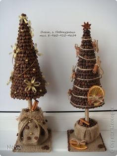 Coffee beans on a cone on a stick. Plaster, or craft or floral foam in the base. Pot or weight a burlap bag. Cone Christmas Trees, Christmas Candles, Christmas Art, Christmas Holidays, Tree Crafts, Diy And Crafts, Christmas Crafts, Christmas Decorations, Christmas Ornaments