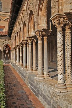 Sicilia 2011 carved columns of the cloisters of the Benedictine Abbey of Monreale
