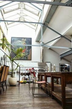 Una casa de concepto abierto http://decoratualma.blogspot.com.es/2013/10/una-casa-distintos-niveles.html
