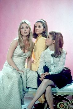 Sharon Tate, Barbara Perkins and Patty Duke in Valley of the Dolls (1967).