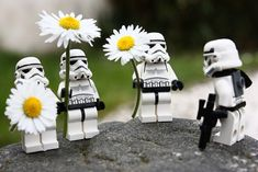 Star Wars Toy photography and that sort of things. Star Wars I, Star Wars Humor, Lego Star Wars, Legos, Aniversario Star Wars, Lego Stormtrooper, Looks Party, Movies And Series, Lego Worlds