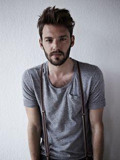 JAMAIS VULGAIRE, blog mode homme, magazine et relooking online   Des bretelles et un tshirt, l'association improbable coton moucheté et tshirt à poches
