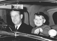 The Duke of Edinburgh and his son Prince Andrew leave Buckingham Palace by car to go to Windsor Castle for Christmas English Royal Family, British Royal Families, Danish Royal Family, Young Queen Elizabeth, Elizabeth Philip, Prinz Andrew, Prins Philip, Old Prince, Hm The Queen