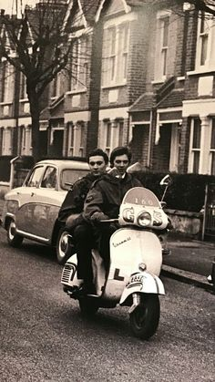 Mod Scooter, Lambretta Scooter, Sixties Fashion, Mod Fashion, Mods Style, Skinhead Reggae, Mod Mod, Old Motorcycles, Common People