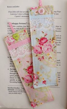 Set of two beautiful bookmarks made with shabby chic style fabrics and decorated with lace,ribbons and buttons. Each bookmark is filled with two teaspoons of English lavender and measure 5 by cms. Diy Bookmarks, How To Make Bookmarks, Homemade Gifts, Diy Gifts, Tela Shabby Chic, Craft Projects, Sewing Projects, Book Markers, Diy Couture