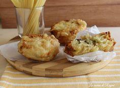 Le frittatine di pasta napoletane uno dei finger food più famosi e apprezzati. Una croccante involucro che racchiude pasta condita con besciamella e ripiena